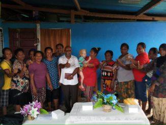 Bernard Boneftar bersama para pendukung dari ibu-ibu rumah tanga.