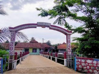 Jembatan swadaya warga di Janada, Jagabaya, Parung Pajang.